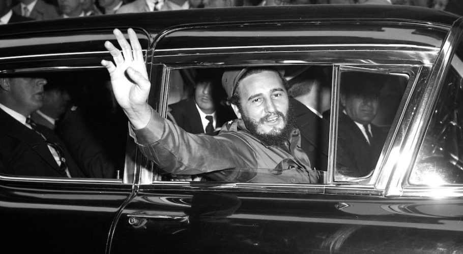Fidel Castro visits New York. Fidel Castro outside Statler Hotel. (Photo By: Dan Farrell/NY Daily News via Getty Images)