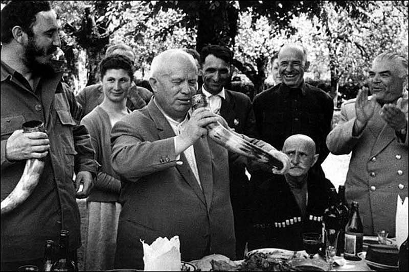 fidel-castro-and-nikita-khrushchev-drinking-wine-from-a-drinking-horn-in-the-soviet-republic-of-georgia-1963-2