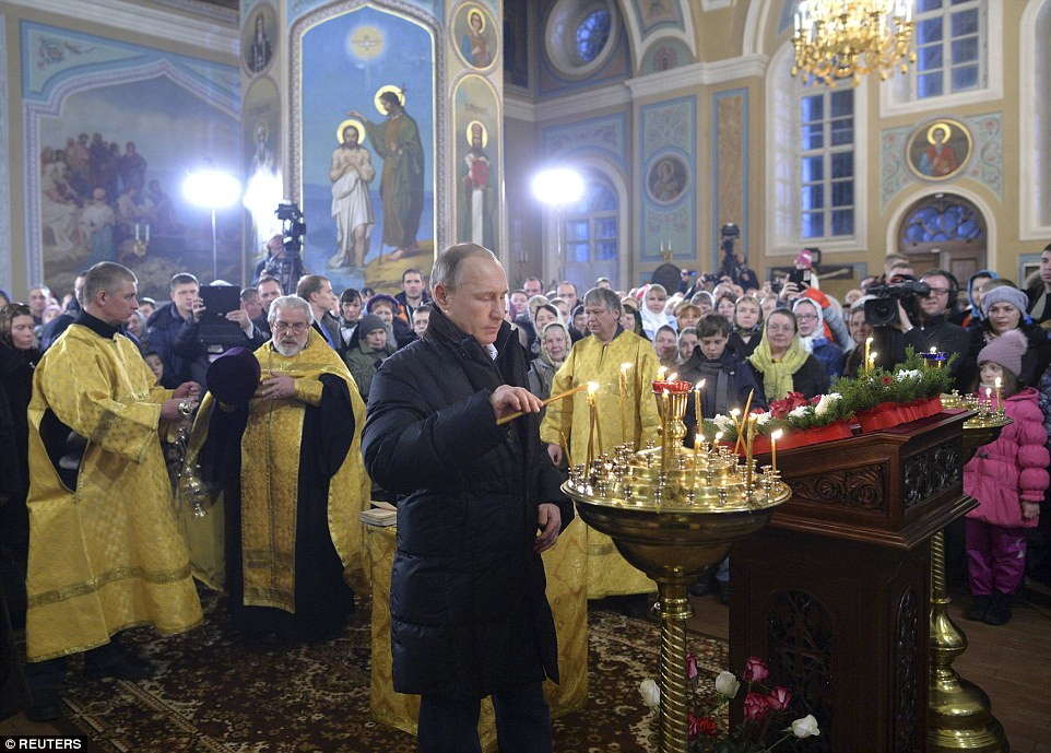 2fdb5db100000578-3388083-the_russian_president_lit_a_candle_during_the_christmas_service_-a-47_1452147465635